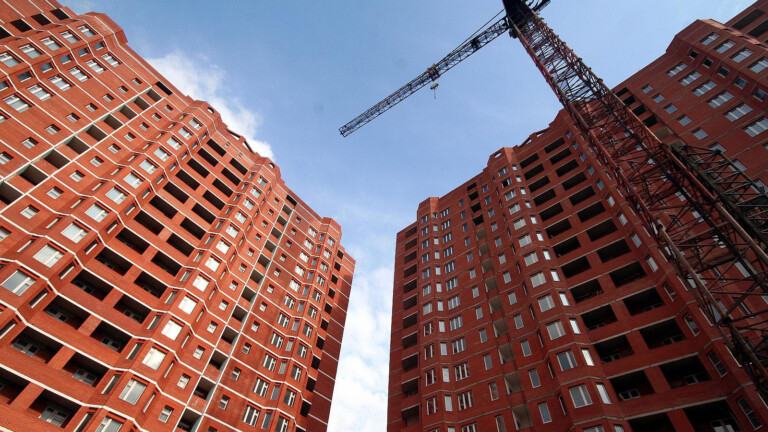 В Беларуси начинают массово строить электрические многоэтажки. Объясняем, какие у них минусы