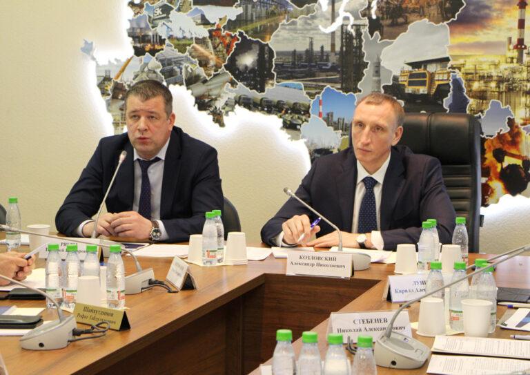 Экспертную дискуссию поддержали ведущие эксперты отрасли, руководители крупных энергетических предприятий, представители профильных Министерств и ведомств, ученые и общественные деятели.