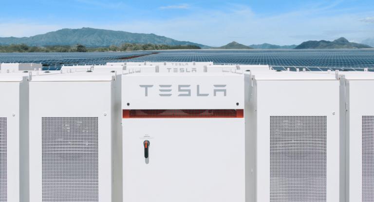 Tesla начинает строительство гигантской системы хранения энергии