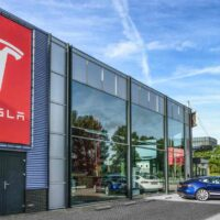 Tesla ввела в США безопасные варианты доставки электромобилей на фоне коронавируса