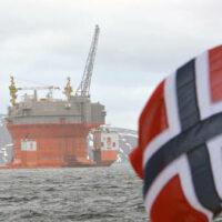 Норвегия собирается сократить добычу нефти впервые с 2002 года
