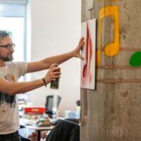 Созданы сенсоры-аэрозоли, которые делают любую поверхность интерактивной