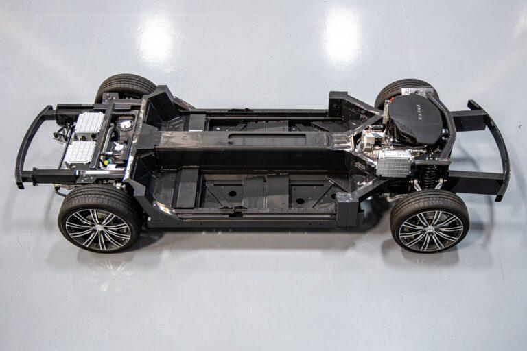На базе платформы E-Flex можно выпускать 22 разных электромобиля