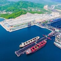 «Восточный Порт» строит ветрозащитные сооружения