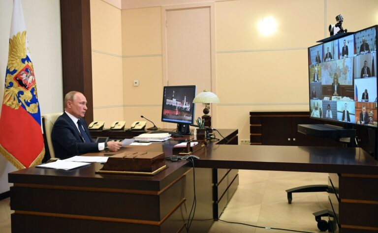 Президент поручил создать условия для восстановления деятельности предприятий базовых отраслей экономики