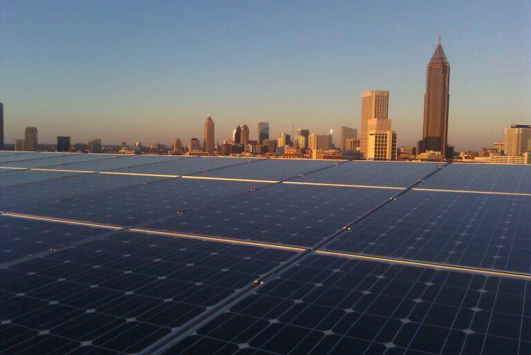 Коронавирус «затемнил» солнечную энергетику США