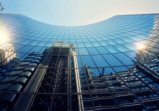 В Японии разработали технологию интеграции солнечных элементов в стены и стекло