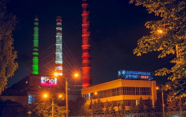 Конаковскую ГРЭС подсветили цветами триколоров Италии и России