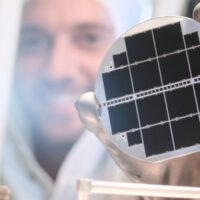 Электроды из графена повысили удельную мощность фотоэлемента в 36 раз