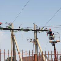 Энергетики «Россети Юг» произвели сложные работы для прохода двух плавучих кранов по реке Царев в Астрахани