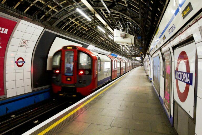 Метро Лондона планирует полностью перейти на возобновляемую энергию