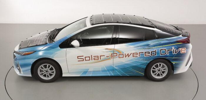 В Японии создают электромобиль, работающий лишь на солнечных батареях