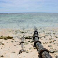 Facebook обязали очистить океан от бурового раствора, который они использовали для строительства подводного кабеля