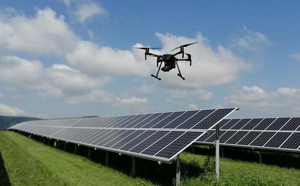 «Хевел» задействовала дроны для инспекции рядов солнечных модулей в Алтае