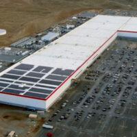 Panasonic увеличит емкость новых аккумуляторов Tesla на 20%
