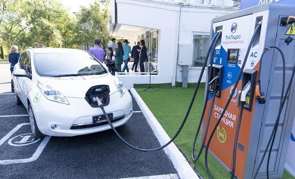 ABB передала в эксплуатацию «РусГидро» две зарядные станции для электромобилей