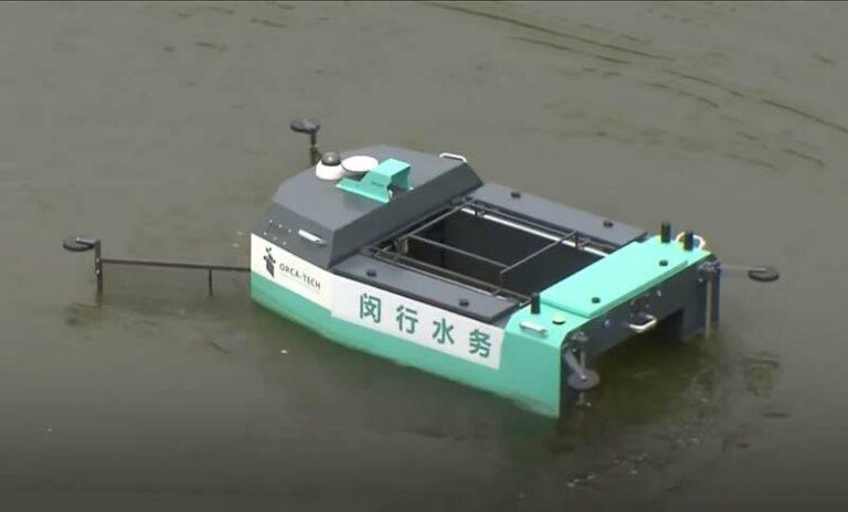 В Китае представили первого робота на базе 5G для очистки рек от мусора