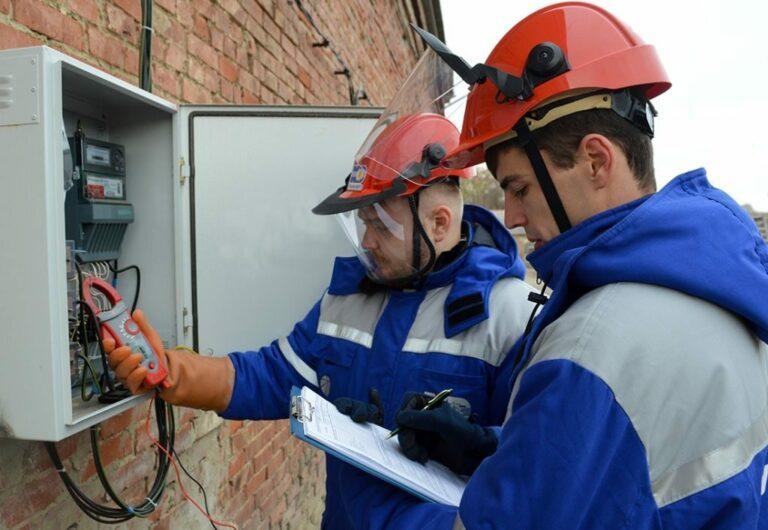 Более 1,7 млн рублей выплатит предприниматель из Астрахани за незаконное потребление электроэнергии