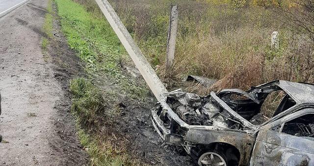 Пьяный водитель в Новокузнецкой районе сбил две опоры и полностью сжег автомобиль