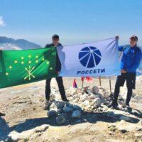«Россети» на высоте: энергетики покорили вершину Оштен в горах Адыгеи