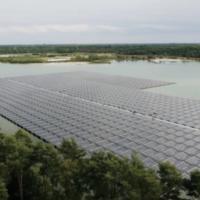 В Бельгии завершено строительство плавучей солнечной электростанции на озере песчаного карьера