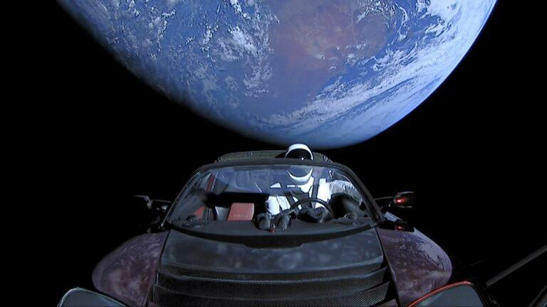 Отправленный в космос Tesla Roadster признали космическим мусором