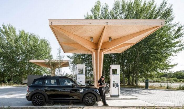В Дании презентовали деревянные зарядные станции для электромобилей