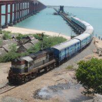 Индийские железные дороги планируют построить 20 ГВт солнечных или ветровых мощностей для питания своей сети