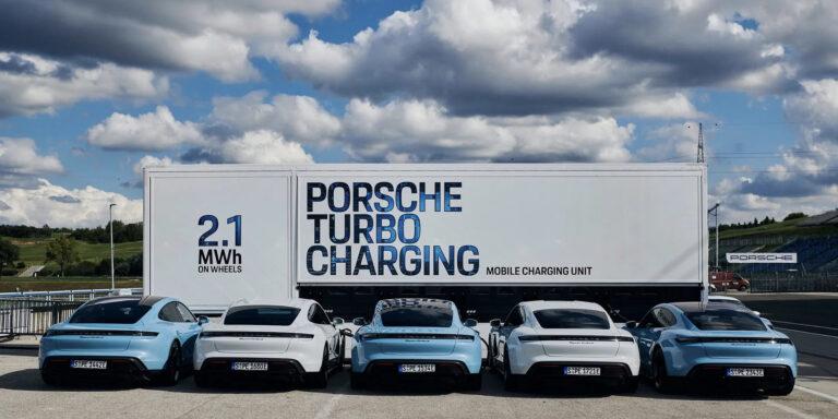 Porsche представила мобильную зарядную станцию мощностью 2,1 МВт*ч