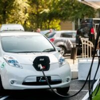 МЭА подсчитала, насколько подешевели аккумуляторы для электромобилей за 10 лет