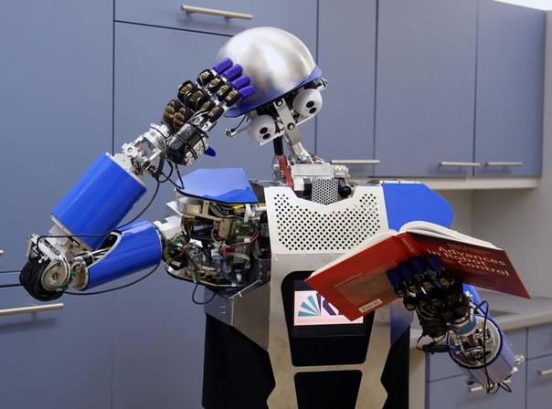 Немецкие ученые научили автономного робота играть с NanoLEGO