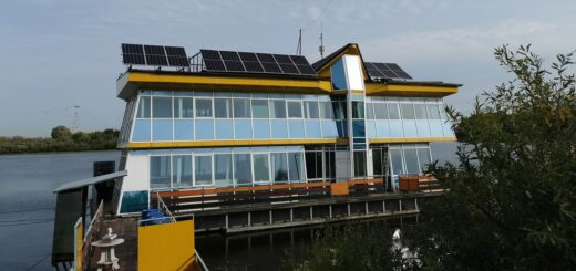 В Нижнем Новгороде «приручили» солнечную энергию для плавучего дома