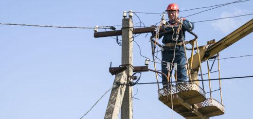 «Россети Северо-Запад» восстановили энергоснабжение поселка Пукса Архангельской области после повреждения ЛЭП самосвалом
