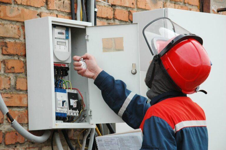 «Россети Ленэнерго» взыскала с энерговоров 202,9 млн. рублей