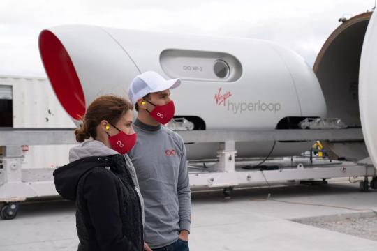В США успешно прошел пробный запуск Hyperloop с пассажирами на борту