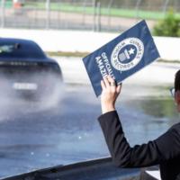 Немецкий электромобиль Porsche Taycan попал в «Книгу рекордов Гиннесса», проехав 42 км в непрерывном дрифте