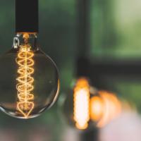 Новые перовскитовые солнечные панели эффективно превращают свет внутри помещений в электричество