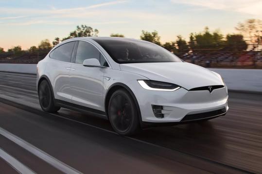Tesla отзывает 15 тысяч электромобилей Model X