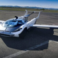 В Словакии успешно прошел испытания летающий автомобиль-трансформер