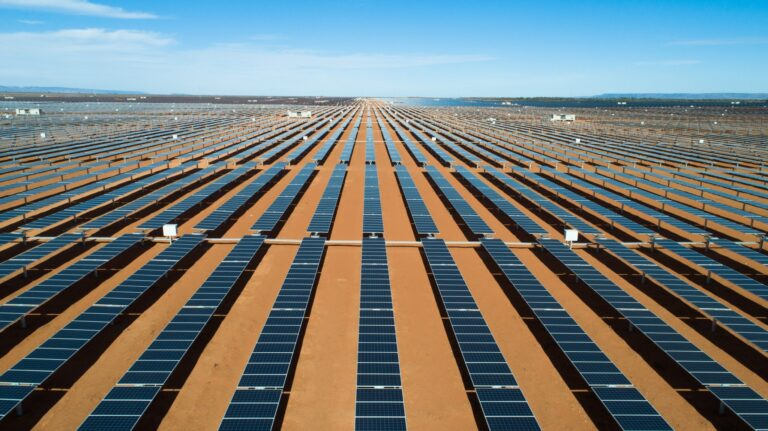 Крупнейшая в Северной Европе СЭС мощностью 300 МВт строится в Дании