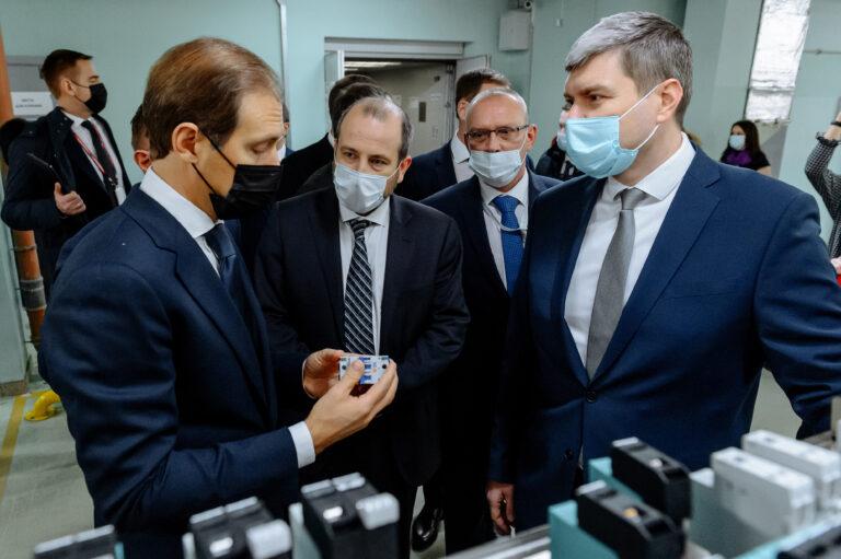 Министр промышленности и торговли РФ Денис Мантуров посетил Курский электроаппаратный завод