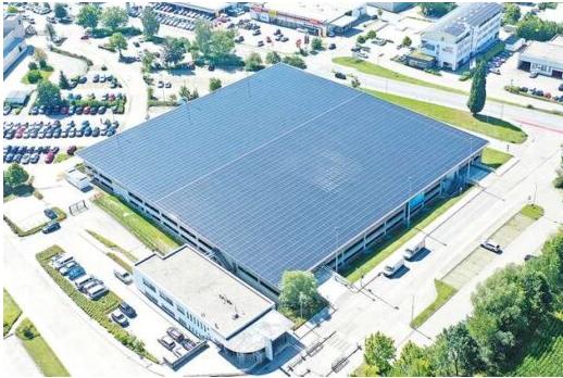 В Германии ввели в эксплуатацию автостоянку с крышей из солнечных батарей мощностью 1,3 МВт