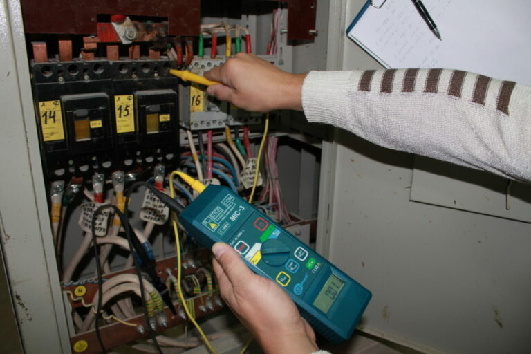 В России предложили ввести обязательные плановые проверки электропроводки в квартирах