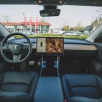 Владельцы Tesla теперь смогут настраивать «рингтоны» на своих электромобилях