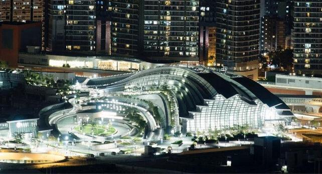 На крупнейшем ж/д вокзале в Китае создали крышу из солнечных батарей