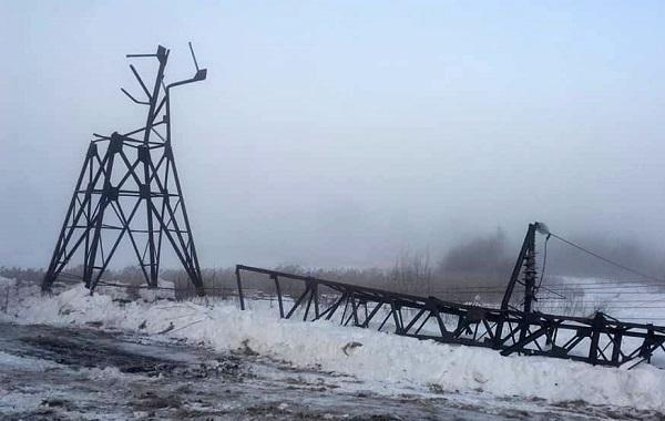 В Кузбассе из-за рухнувшей опоры ЛЭП остался без тепла почти весь город
