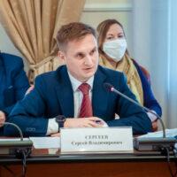 Генеральный директор «Россети Кубань» Сергей Сергеев рассказал на парламентских слушаниях ЗСК об инвестициях компании в энергокомплекс региона