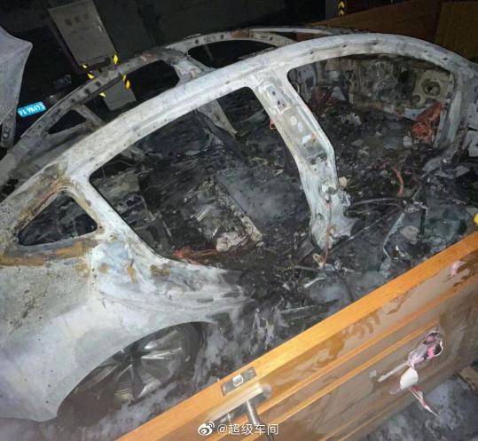 В Китае на подземной стоянке взорвался припаркованный электромобиль Tesla Model 3