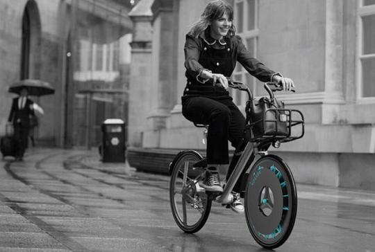 Британская студентка изобрела велосипедное колесо, которое очищает воздух