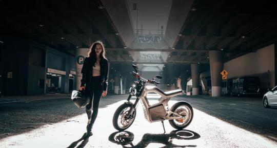 Американский производитель электровелосипедов Sondors представил современный дальнобойный электрический мотоцикл